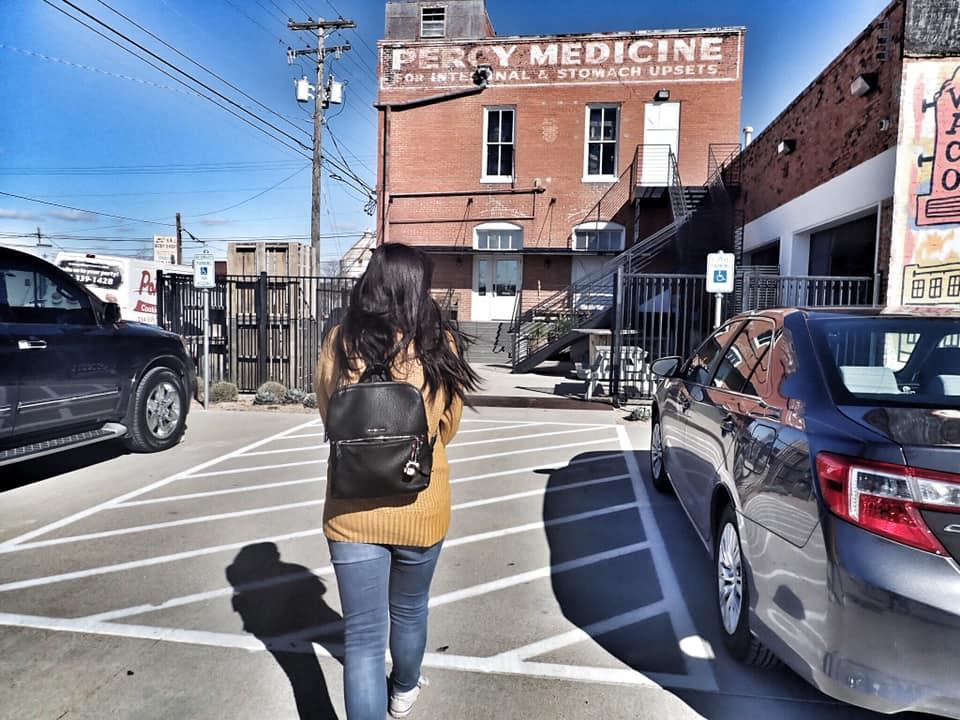 People walking to The Findery shop in Waco. | Waco, TX; Birthday Weekend in Magnolia