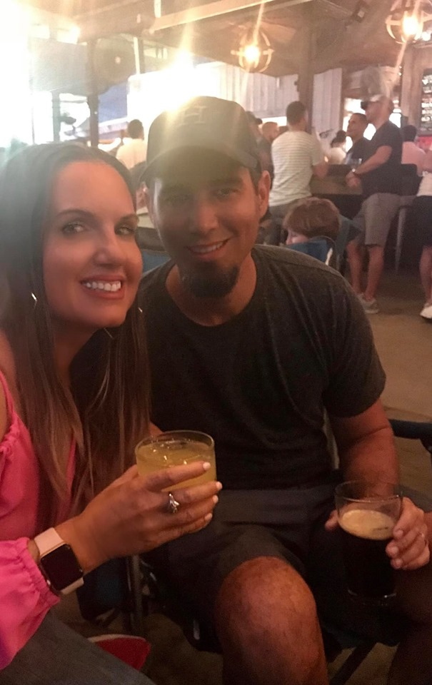 Couple enjoying drinks at 6th Street in Austin.  Weekend Guide to Austin, Texas