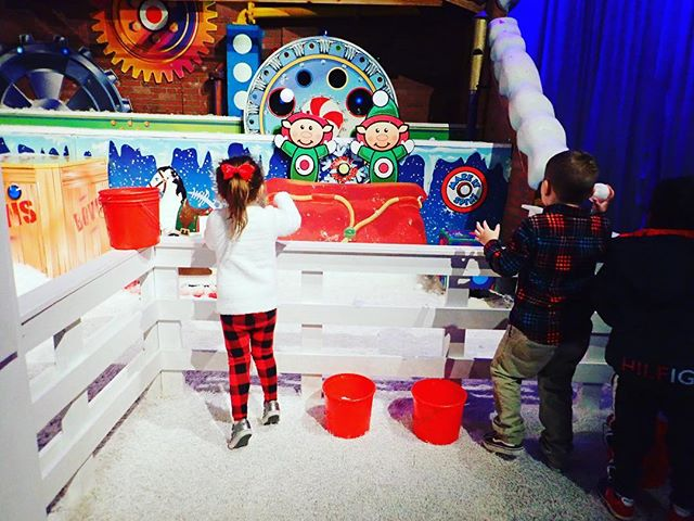 Kids playing the games at the Gaylord Texan in Texas. | Christmas at the Gaylord Texan Hotel