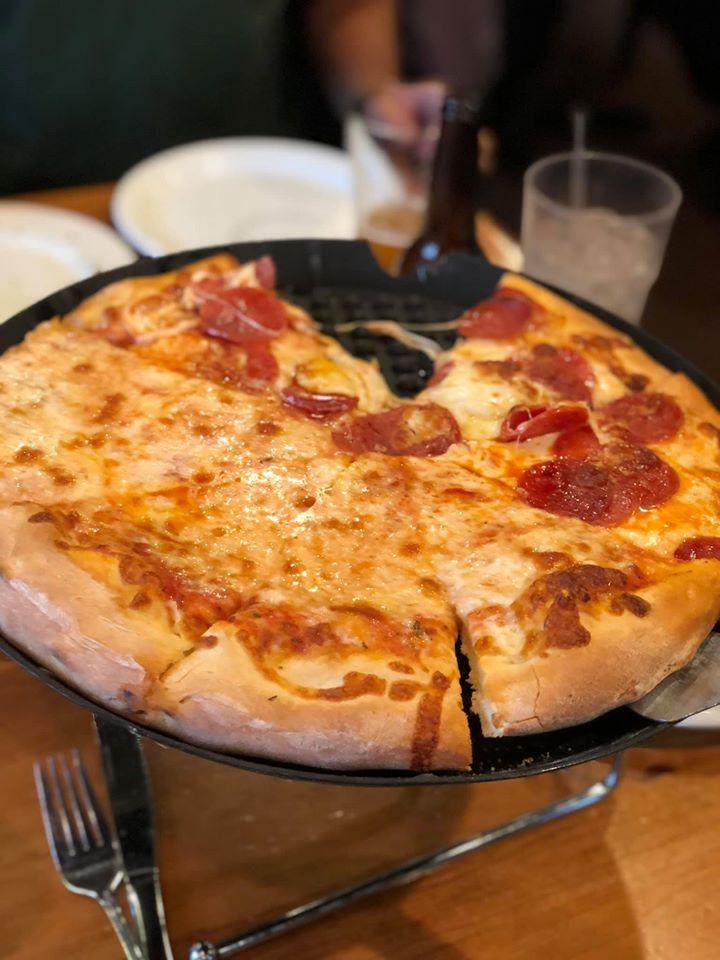 Pizza at Joe's Pizza restaurant.   A Guide to Granbury, Texas