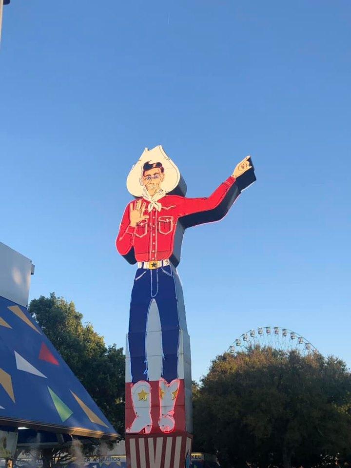Giant sign of Mini Big Tex man at the fair. | State Fair of Texas-Dallas