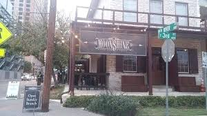 Outside view of Moonshine Bar and Grill on 6th Street in Austin.  Weekend Guide to Austin, Texas