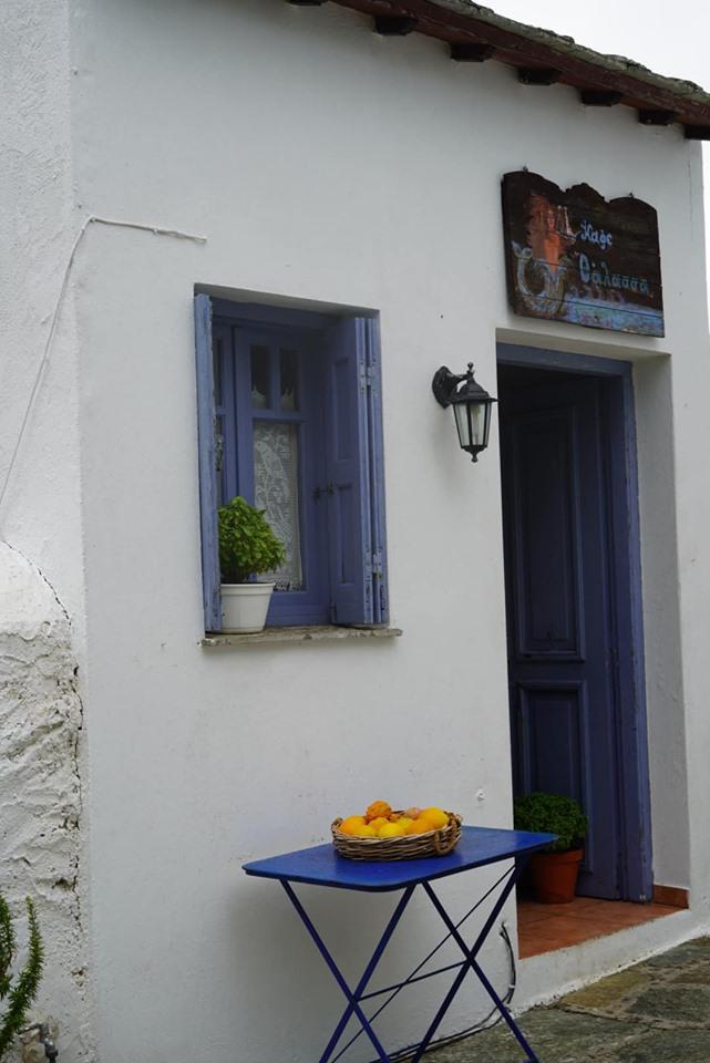 Outside view of cafe that sells amazing orange juice in Greece.| Skopelos Island, Greece- Mamma Mia Island