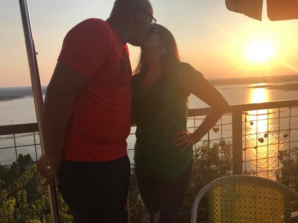 Couple kissing at Oasis Restaurant in Austin.  Weekend Guide to Austin, Texas