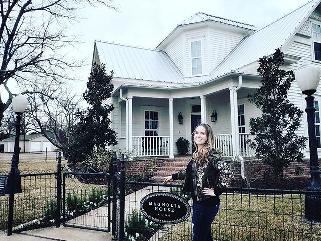 Woman posing in front of Magnolia House Bed and Breakfast in Waco. | Waco, TX; Birthday Weekend in Magnolia