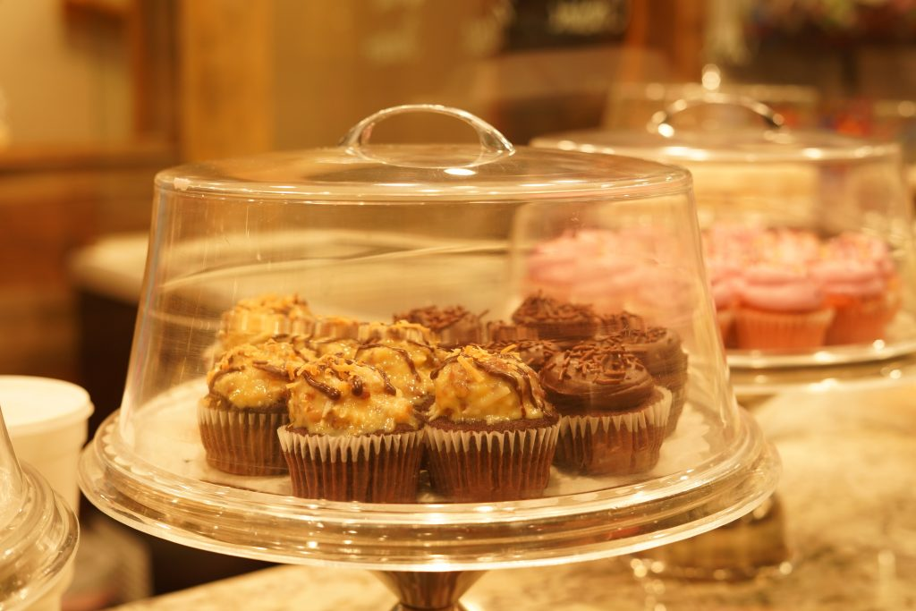 Platter of cupcakes at Stumpy's Lakeside Grill restaurant.   A Guide to Granbury, Texas