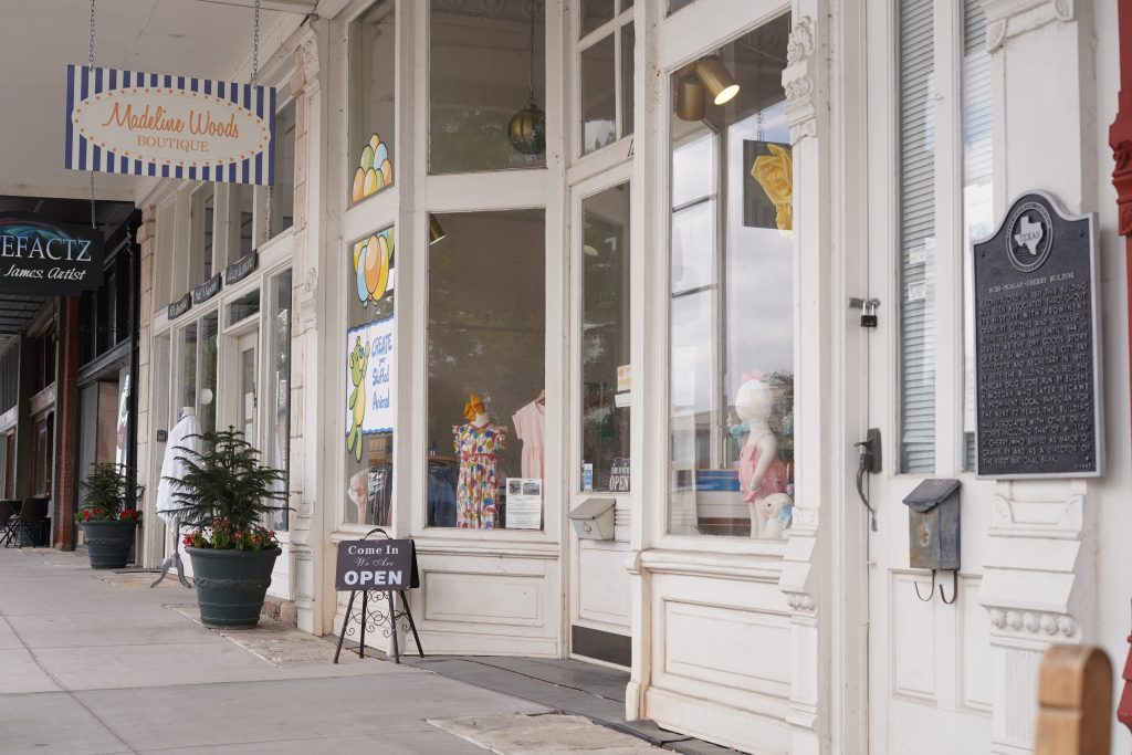 Madeline Woods Boutique store front.   A Guide to Granbury, Texas