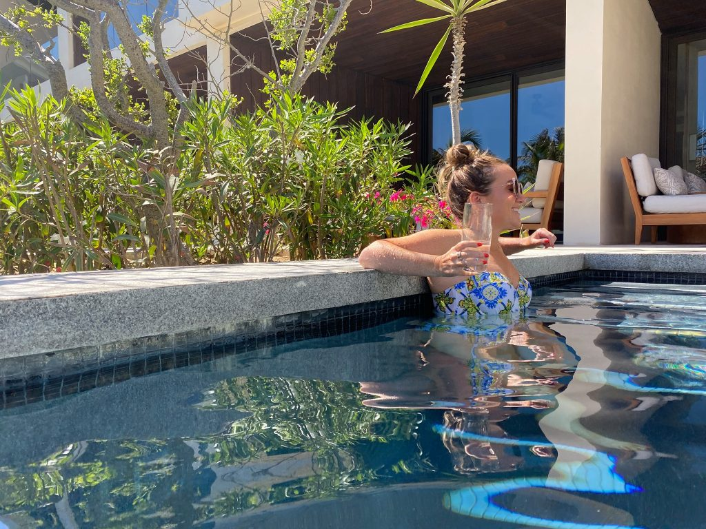 Woman holding a drink in the pool. | A Guide to Nobu Hotel Los Cabos - A Relaxing Girls Trip
