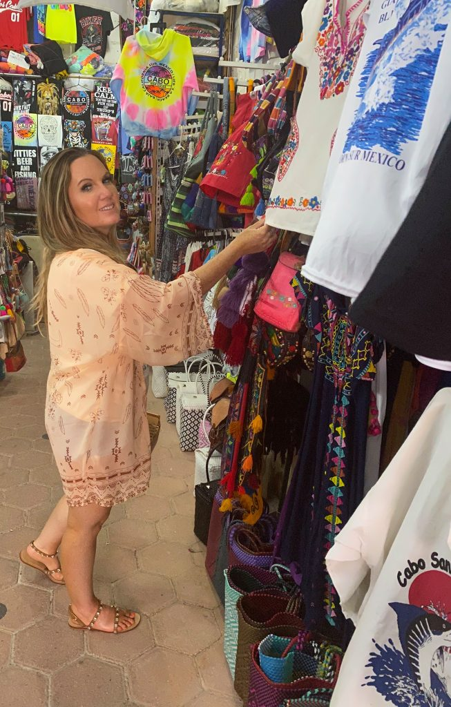 Woman shopping in a gift shop in Nobu. | A Guide to Nobu Hotel Los Cabos - A Relaxing Girls Trip