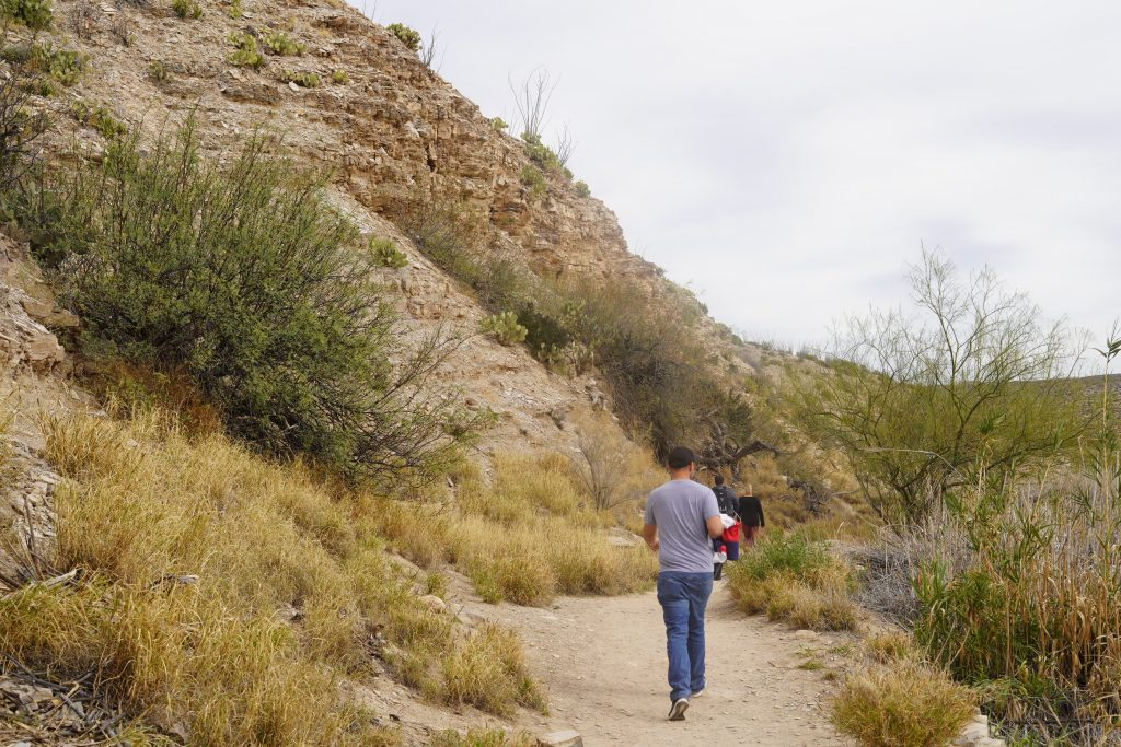 People walking on trail to hot springs at Big Bend. | Big Bend National Park 1-Day Itinerary